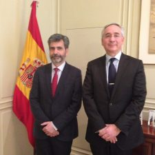 Karim Benyekhlef en compagnie de Carlos Lesmes Serrano, Président de la Cour suprême espagnole et du Conseil général du pouvoir judiciaire.